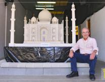 Jaime Fernández junto a su última creación: Taj Mahal