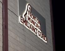 Cartel luminoso con el nombre de Emiliano Guridi