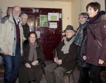 Llegada de Emiliano Guridi al Frontón Municipal, junto a sus familiares