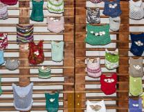 Intervención artística de urban knitting por Ana Guridi en el Show Cooking